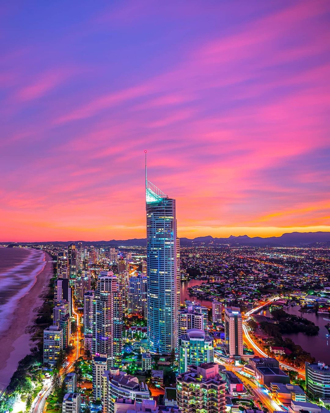 Apus de soare si culori fantastice in Gold Coast, Queensland, Australia